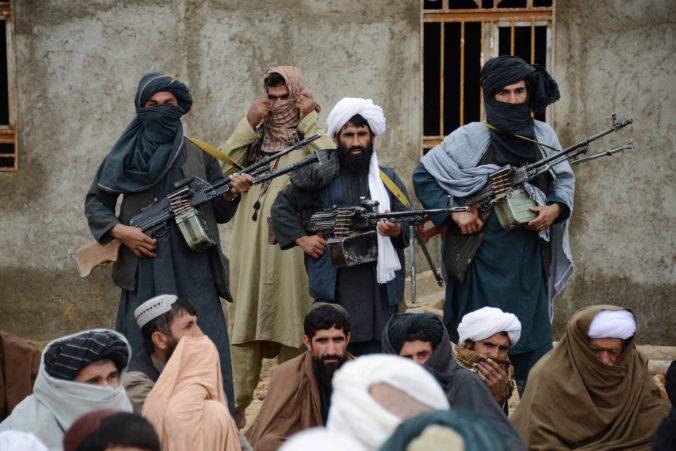 Taliban zastaví boje v oblastiach pod jeho kontrolou, ak sa tam rozšíri koronavírus