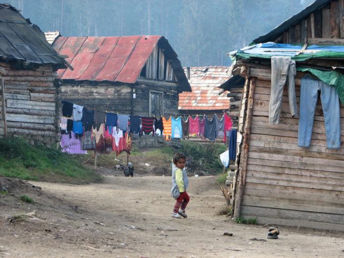 Testovanie obyvateľov rómskych osád či prísna karanténa, vláda odobrila Plán riešenia ochorenia Covid-19