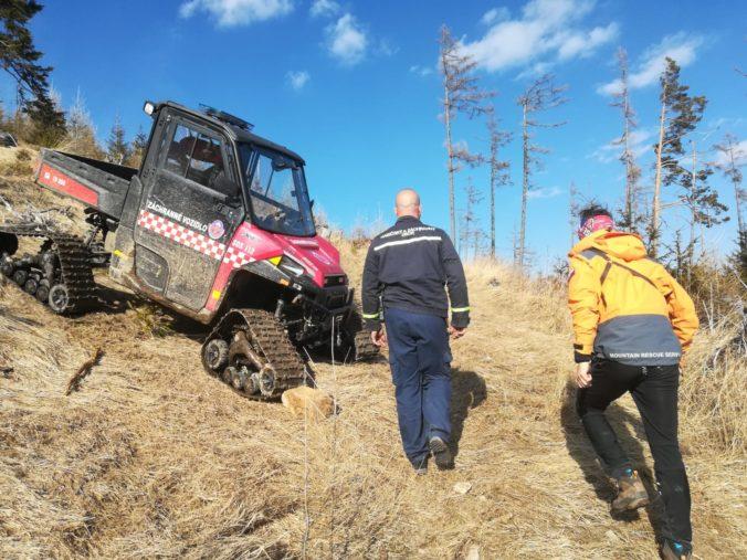 Na Hrebienku horel les v nedostupnom teréne, hasiči adresovali turistom upozornenie (foto)