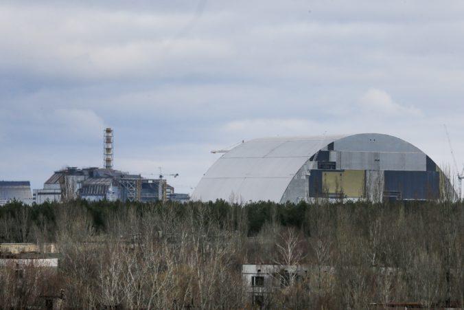 Pri jadrovej elektrárni Černobyľ horí les, na mieste namerali zvýšenú radiáciu (video)