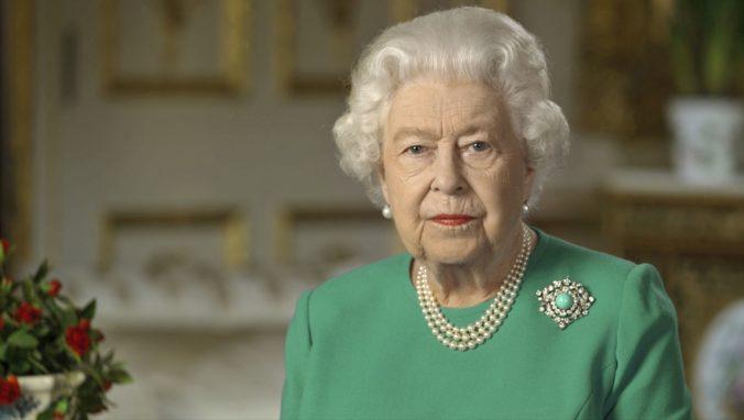 Kráľovná Alžbeta II. sa mimoriadne prihovorila k národu (video)