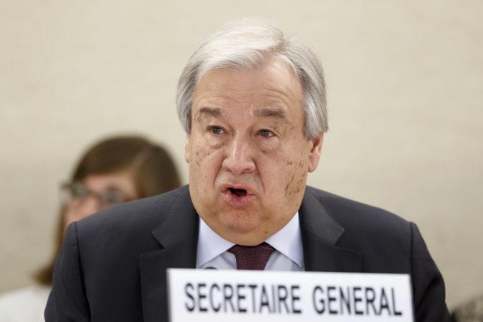 Pre šíriacu sa pandémiu narastá domáce násilie, varuje Guterres