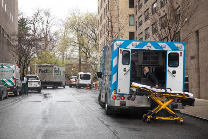 Covid-19 zabil v New Yorku viac ľudí ako teroristický útok z roku 2001, hlásia najvyšší nárast obetí