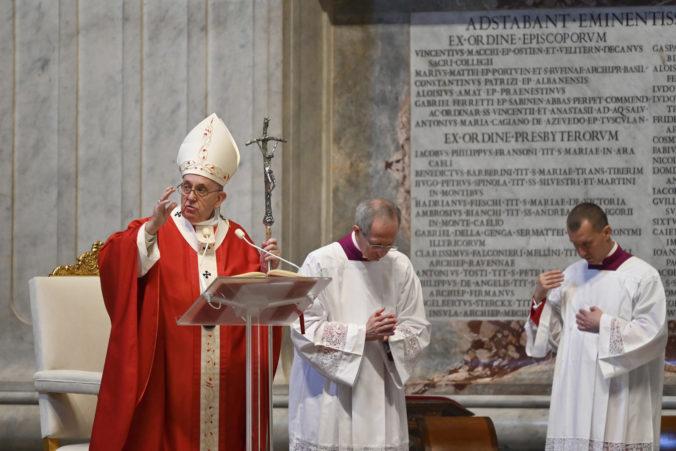 Pápež František ostro kritizoval ľudí, ktorí zneužívajú pandémiu pre svoj vlastný profit