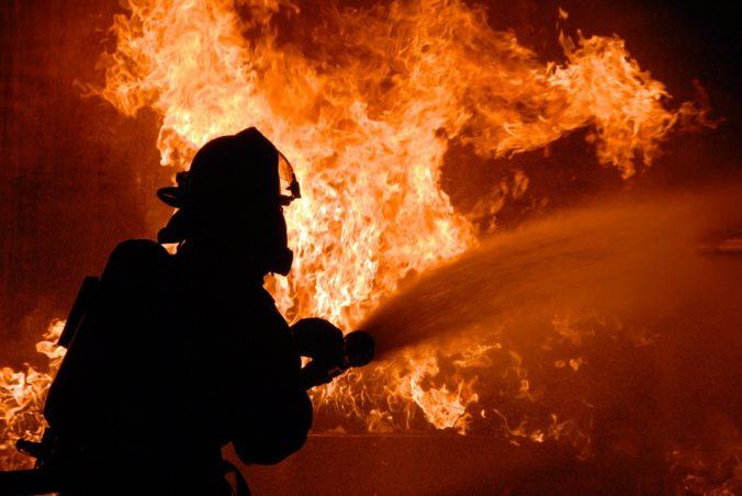 Domov dôchodcov v Moskve zachvátili plamene, neprežili dvaja penzisti (video)