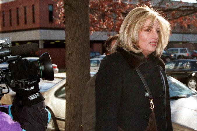 Zomrela žena, ktorá zverejnila Clintonovu sexuálnu aféru s Lewinskou