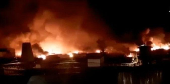 Vo väzení na Sibíri vypukli nepokoje medzi trestancami a dozorcami, budovu potom zachvátil veľký požiar