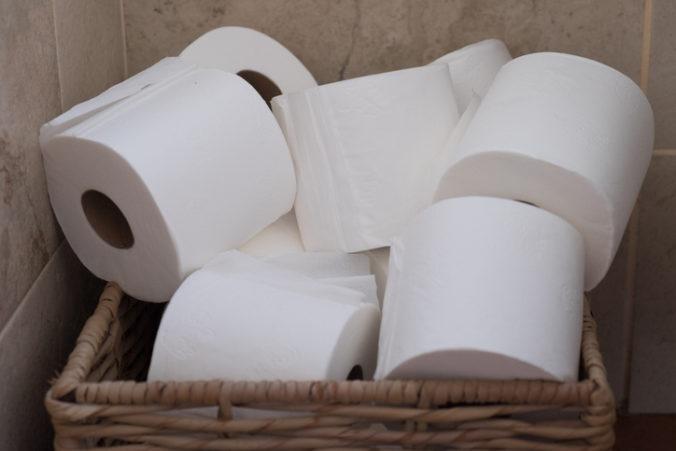 Syn napadol matku pre toaletný papier. Žena povedala polícii, že ho príliš rýchlo míňal