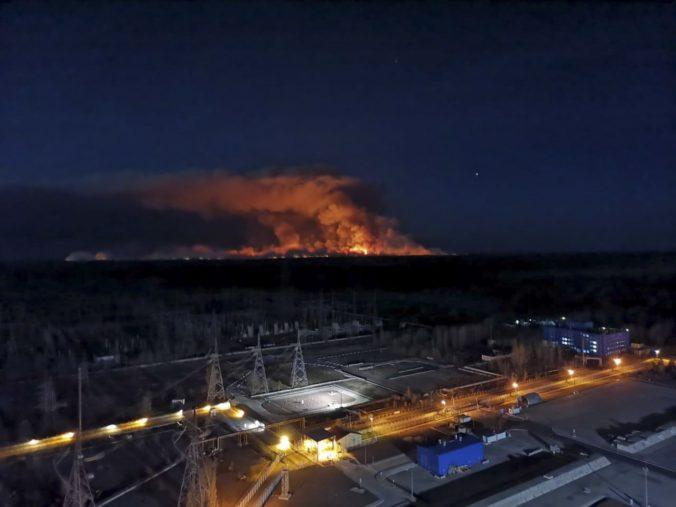 Pri jadrovej elektrárni Černobyľ vyčíňajú nové lesné požiare, zvýšená radiácia údajne nehrozí (foto)