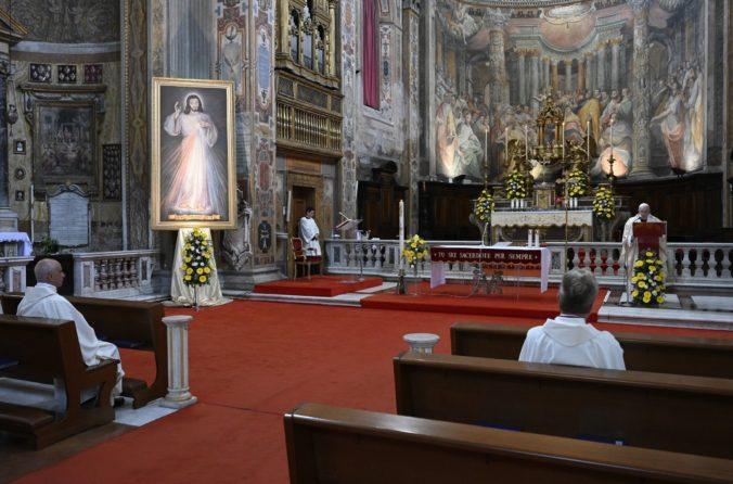 Koronavírus je podľa pápeža Františka skúškou, z ktorej môže vzísť lepšia budúcnosť