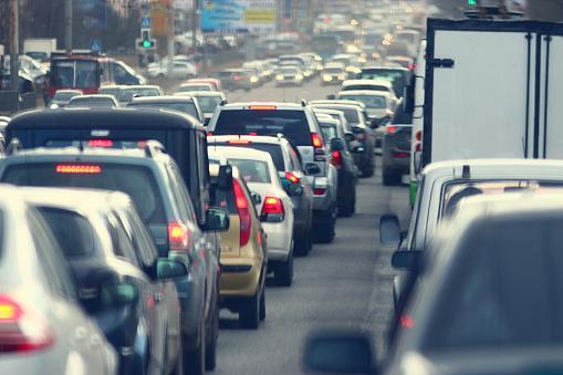 Stovky vodičov zablokovali cesty a požadovali uvoľnenie opatrení proti šíreniu koronavírusu