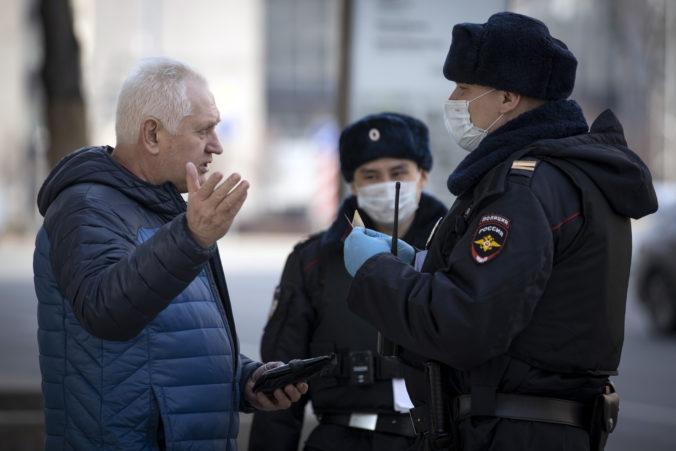 Stovky ľudí vo Vladikavkaze protestovali proti prísnym koronavírusovým opatreniam