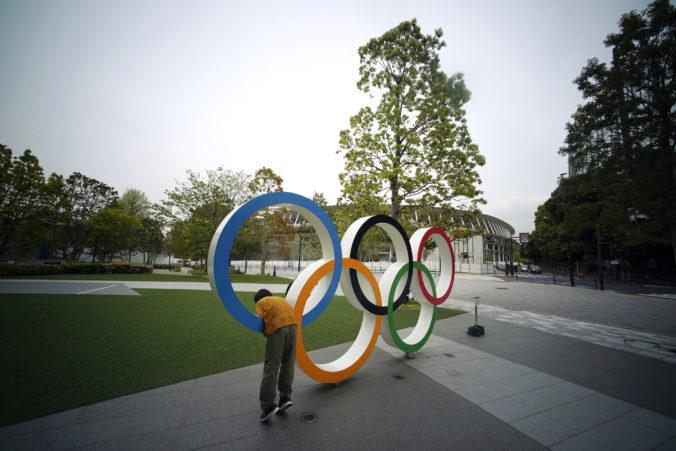 Odloženie olympiády môže stáť až tri miliardy dolárov, na nákladoch sa bude podieľať aj Japonsko