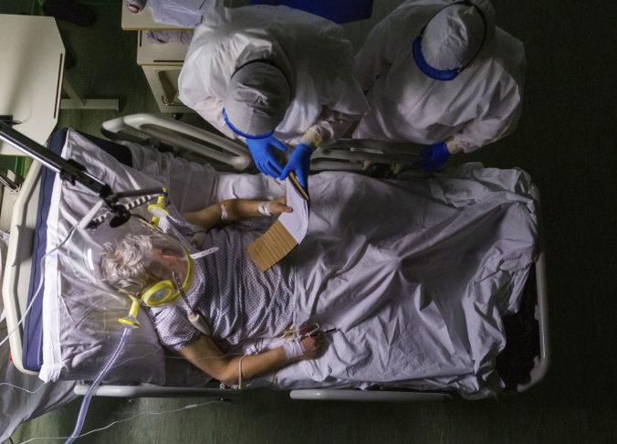 Taliansko zažíva prelomový deň v boji proti epidémii. Po prvý raz majú viac ventilátorov, ako napojených pacientov