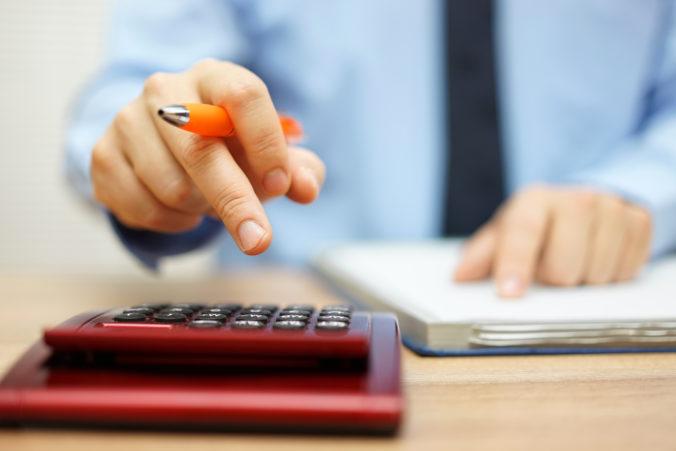 Poslanci schválili odklad daní z príjmu pre podnikateľov a spresnili novelu Lex korona