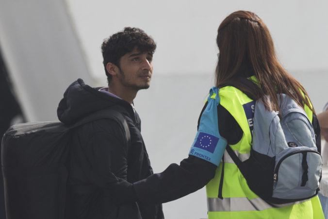 Slovenskí policajti v rámci misie Frontex strážili aj hranice Macedónska a Srbska