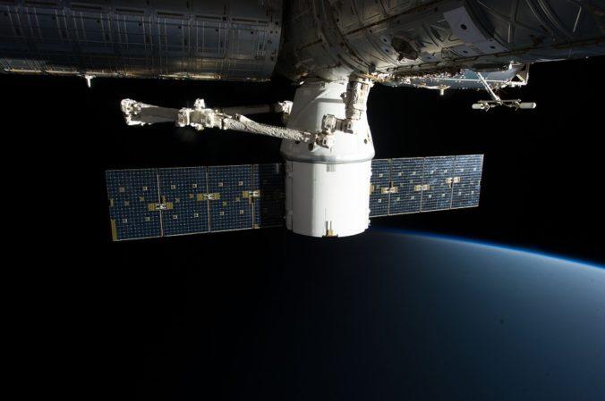SpaceX sa rozhodol upraviť satelity siete Starlink, vybaví ich tienidlom