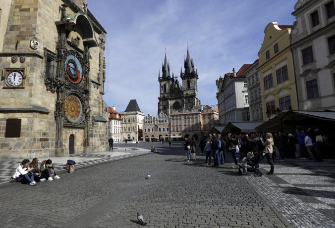 Česká vláda ďalej uvoľňuje reštrikcie, zrušila zákaz voľného pohybu a cestovania do zahraničia