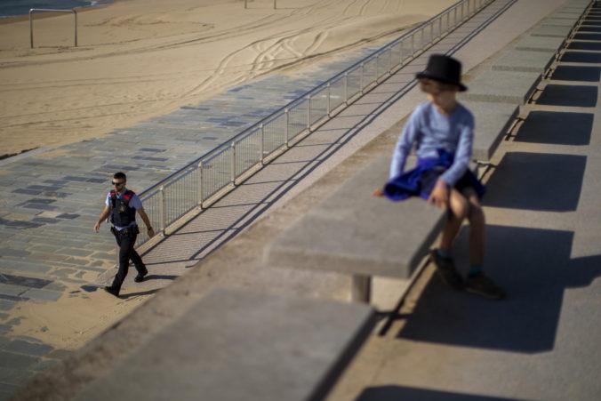 Deti v Španielsku môžu po šiestich týždňoch zákazu chodiť von, platia však prísne podmienky