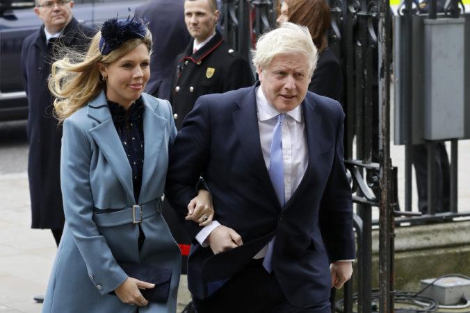 Boris Johnson sa stal opäť šťastným otcom, partnerka Carrie mu porodila syna