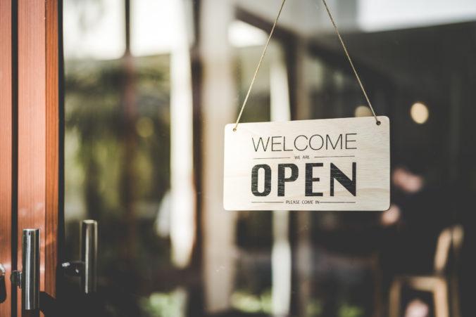V prvej polovici mája otvoria obchody a reštaurácie, v pláne je aj zmiernenie imigračných obmedzení