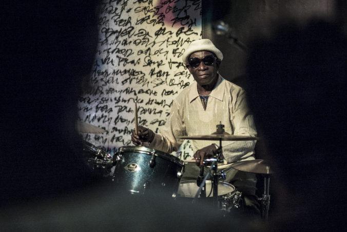 Zomrel známy bubeník Tony Allen, spoluzakladateľ žánru afrobeat sa dožil 79 rokov