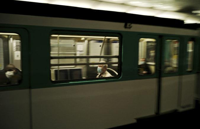 Francúzsko plánuje predĺžiť stav núdze o dva mesiace, vo verejnej doprave budú povinné rúška