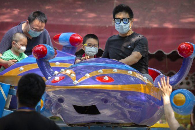 Číňania vyrazili za turistickými atrakciami, vláda uvoľnila zákazy cestovania