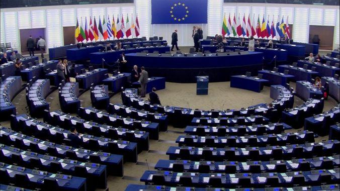 Členské štáty by mali viac informovať o krokoch Únie proti koronavírusu, vyzýva europarlament