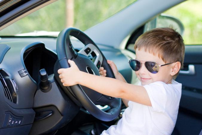 Americká polícia zastavila auto, ktoré šoféroval päťročný chlapec. Dieťa si išlo kúpiť Lamborghini
