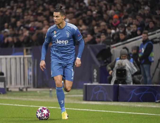 Cristiano Ronaldo pricestoval do Turína, po karanténe sa zapojí do tréningového procesu