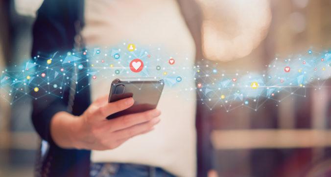Facebook vyvinul umelú inteligenciu, ktorá dokáže v komunikácii nahradiť človeka