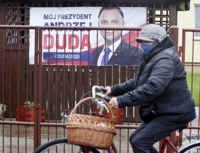 Prezidentské voľby v Poľsku pre koronavírus odložili, ale nie všetky strany s tým súhlasili