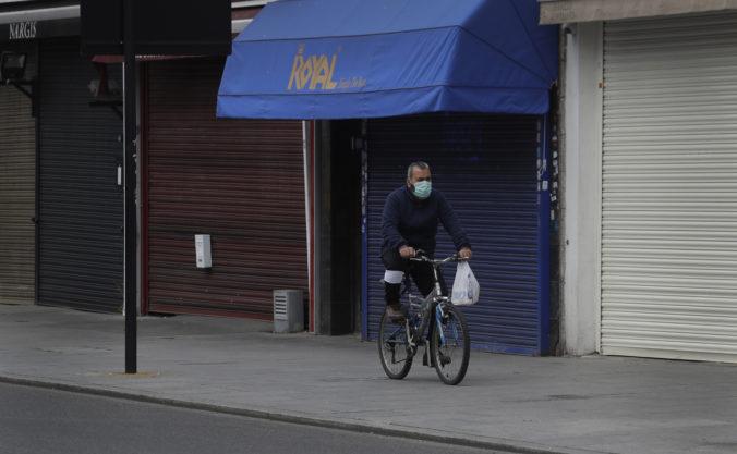 Uvoľnenie obmedzení bude v Británii len veľmi limitované, vláda sa chce vyhnúť novému nárastu chorých