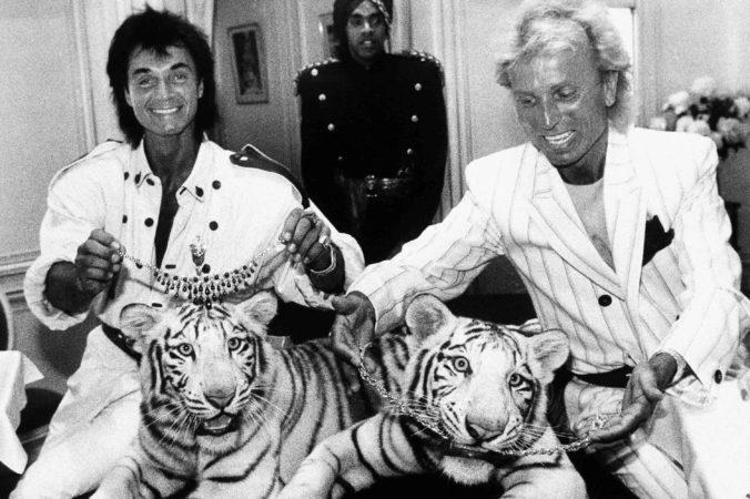 Na Covid-19 zomrel aj iluzionista Roy Horn, ktorého preslávili vystúpenia s tigrami