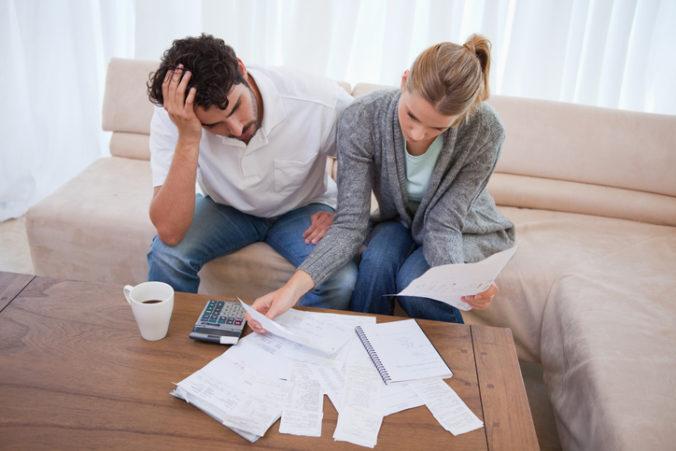 Finančné problémy počas pandémie zvyšujú u ľudí pocity úzkosti, najviac starostí im robí platenie účtov