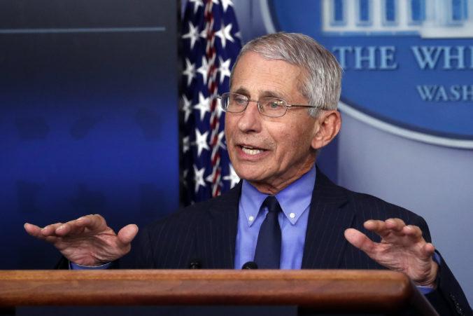 Šéf amerického krízového štábu a jeho ďalší dvaja členovia musia ísť do karantény