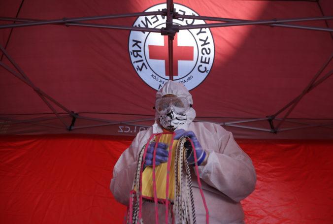 Českom sa rozliehali zvuky zvonov, krajina symbolicky ďakovala svojim zdravotníkom