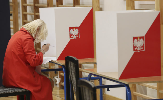 Poľský parlament odsúhlasil zmenu pravidiel pre prezidentské voľby, nový termín zatiaľ nestanovil