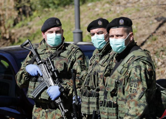 Srbská armáda má ochraňovať občanov pred migrantmi z táborov, nariadil to prezident Vučič