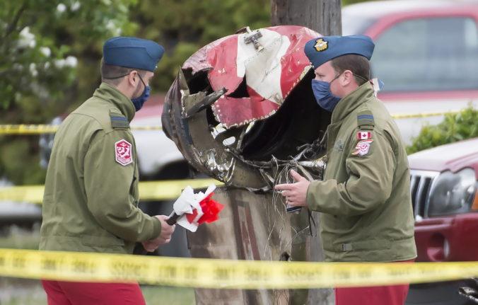 Akrobatická šou na podporu morálky Kanaďanov počas pandémie sa skončila tragicky, lietadlo spadlo na obytnú štvrť (foto+video)