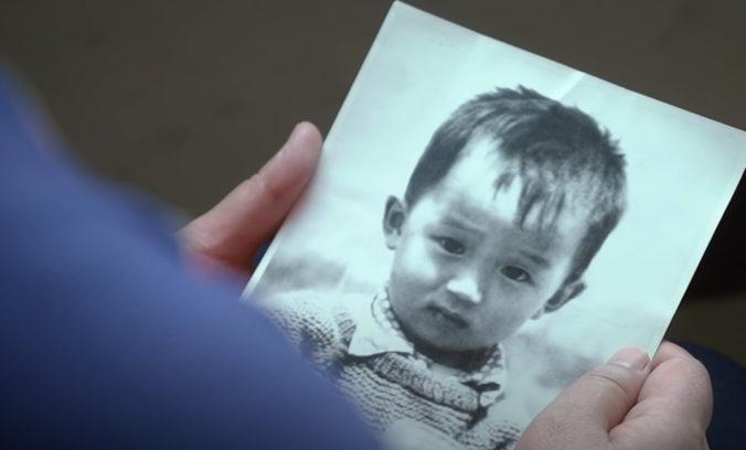Pátranie po unesenom chlapcovi bolo nakoniec úspešné, s rodičmi sa opäť stretol po 32 rokoch (video)