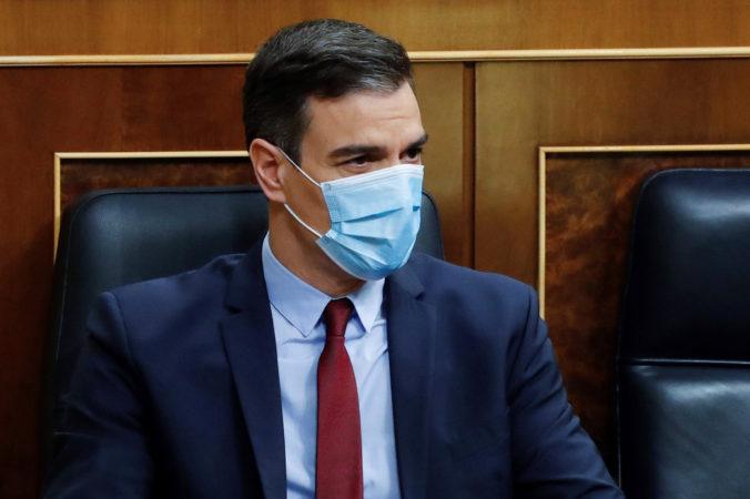 Premiér Sánchez chce opäť predĺžiť núdzový stav, španielska vláda vydala aj nové nariadenie v súvislosti s rúškami
