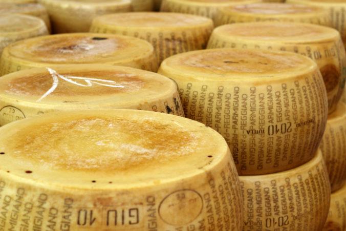 V bochníku syra našli kilogram metamfetamínu, drogy odhalila kontrola röntgenom