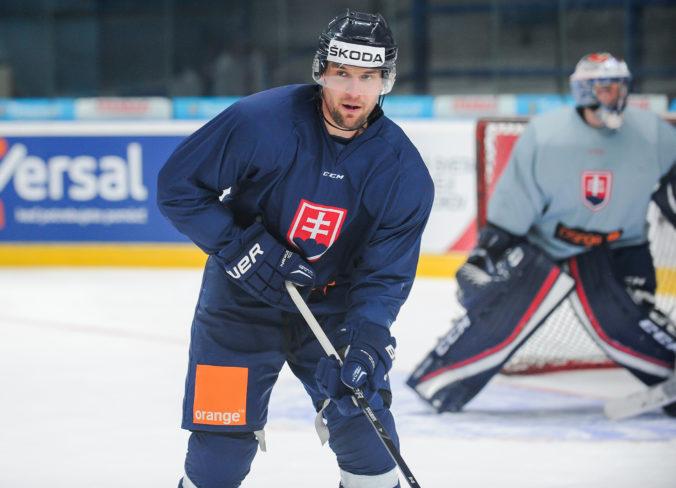 Obranca Ivan Švarný chce pokračovať v hokejovej kariére, rád by sa vrátil do rodnej Nitry