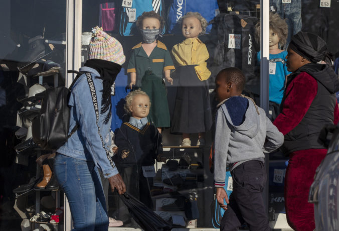 Južná Afrika otvorí kostoly a začne predávať alkohol, cigarety nepovolili