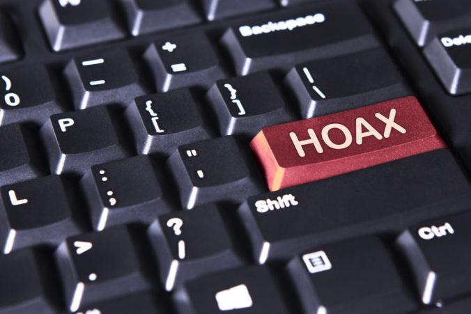 Pri koronavíruse sa väčšina opýtaných stretla s hoaxami, najviac sledovali sociálne siete