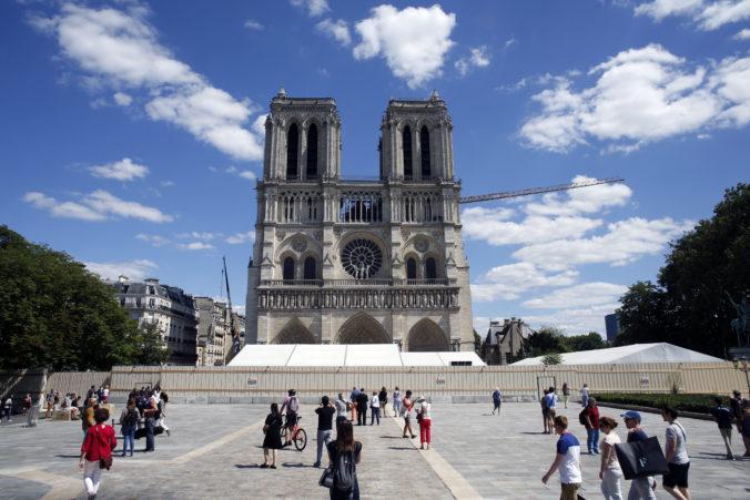 Nádvorie Notre-Dame otvorili pre verejnosť, katedrála bude ešte niekoľko rokov zatvorená