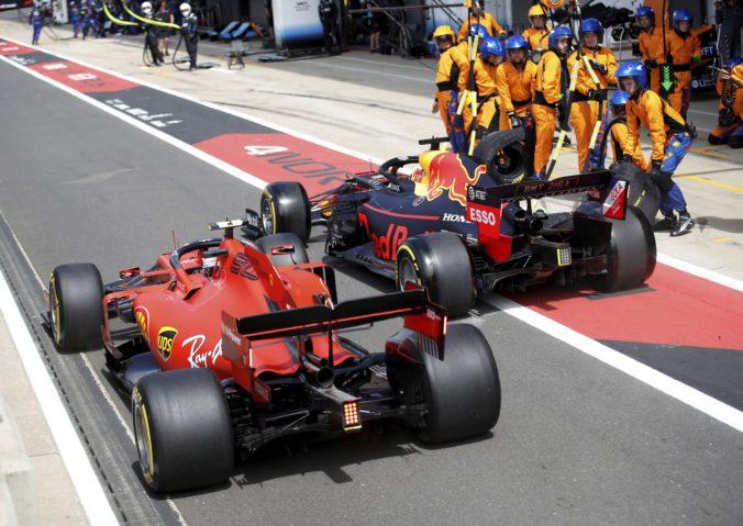 Dvoje preteky F1 na okruhu v Silverstone dostali zelenú od britskej vlády