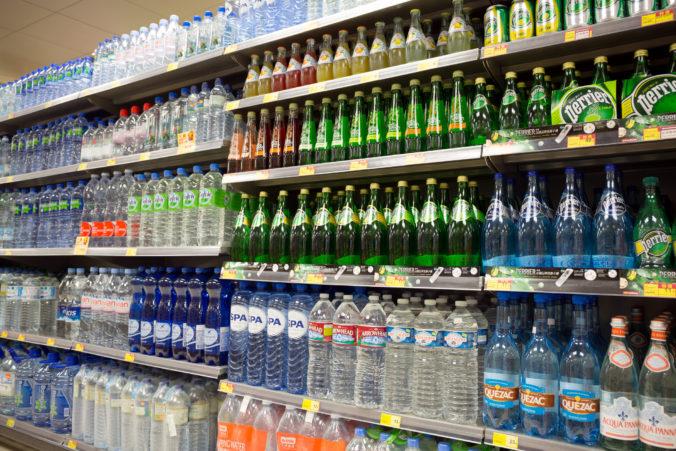 Dva supermarkety v Mníchove predávali nápoje so smrtiacim jedom, traja ľudia na to doplatili